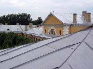Как качественно покрасить крышу
