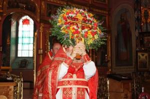 Вынесение честных древ Животворящего Креста Господня