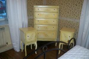 Каустическая сода поможет удалить краску с мебели