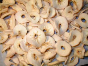 Сушка яблок:нужно ли чистить кожу и сердцевину?