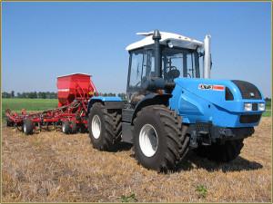 В сельском хозяйстве трактор - главная машина