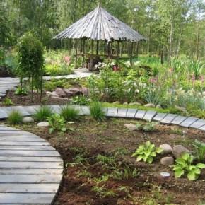 Как украсить садовый участок мозаикой?