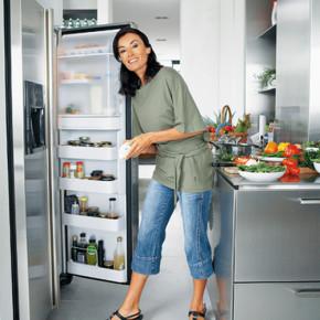 Почему в холодильнике появляется неприятный запах?