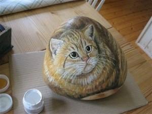 нарисованый кот на камне