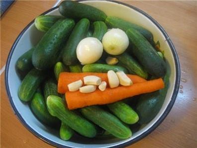 Огурец, лук и морковь в подарок