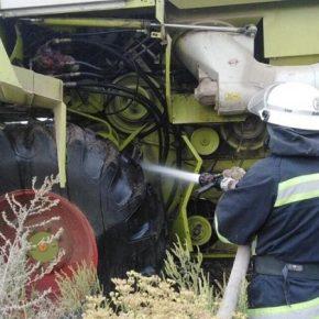 Огонь уничтожает комбайны в полях на Николаевщине