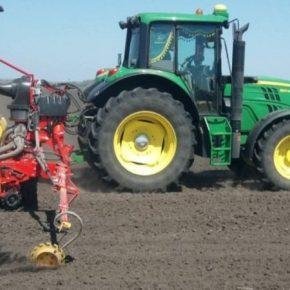 Николаевские аграрии в полевых условиях испытали первую в Украине сеялку Väderstad Tempo V 8