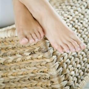 Резина лечит:метод лечения грибка стопы